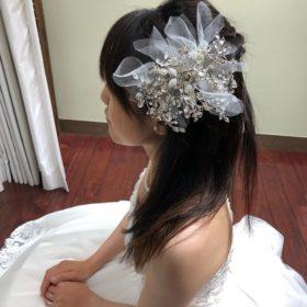 ウェディングドレスで髪飾り